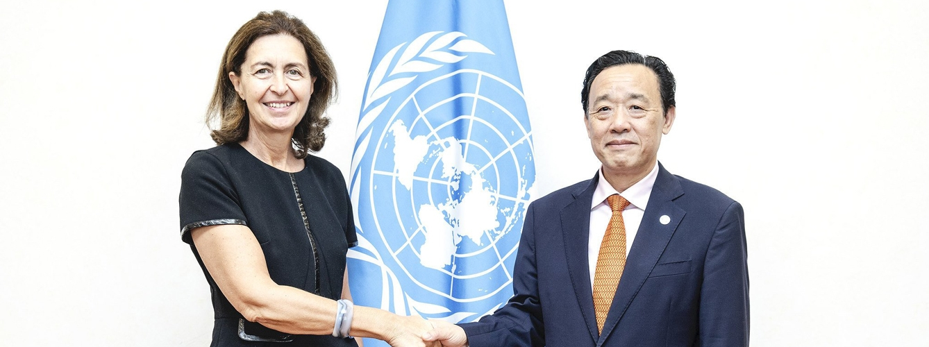 Monique Eloit, directora general de la OIE, y QU Dongyu, director general de la FAO.